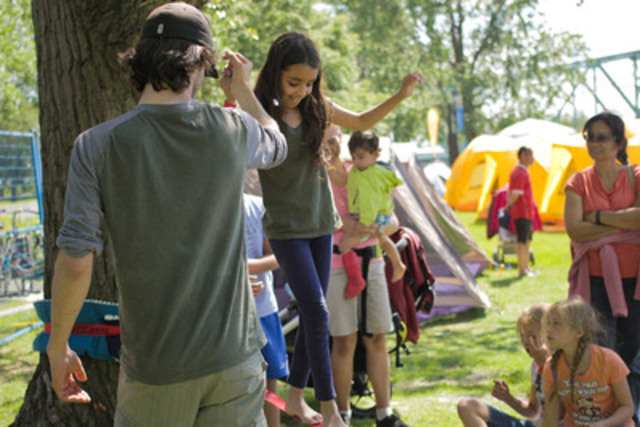 Slack-lining, inflatable games, rabaska canoe rides, campfire and marshmallows… enough to blow you away! (CNW Group/Agence Parcs Canada - Unité des voies navigables)