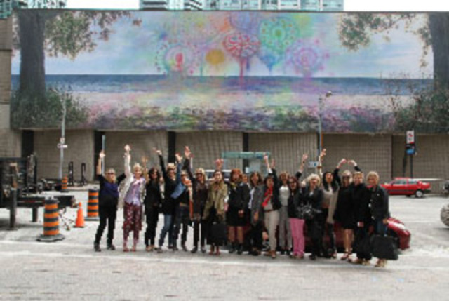 Partners in Art (PIA) and StreetARToronto collaborated with the Scotiabank Contact Photography Festival to help fund the city's first monumental photographic mural.  Earlier this spring, PIA members attended the official unveiling of the site-specific mural Best Beach created by artist Sarah Anne Johnson. (CNW Group/Partners in Art)