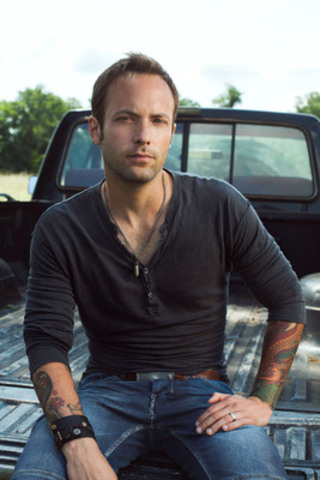 Dallas Smith will headline the Coors Banquet Kick-Off Party at Boots and Hearts this summer in Bowmanville, Ontario July 31- August 3, 2014. www.bootsandhearts.com (CNW Group/Republic Live Inc.)