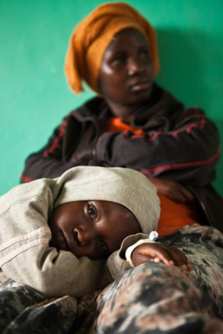 A mother and child wait in a hospital in southern Rwanda, where many patients are suffering from pneumonia, a leading killer of children under age five. In a new report, aid agency World Vision warns that the UN Millennium Development Goal to reduce child deaths is off target by 15 years, despite solutions proven to save lives. Photo credit: World Vision (CNW Group/World Vision Canada)