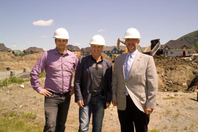 De gauche à droite : Hugues Ouellette, directeur de projets de Construction Corel, José Lobato du Groupe Lobato et Normand Bélanger, président-directeur général du Fonds immobilier de solidarité FTQ. (Groupe CNW/Fonds de solidarité FTQ)
