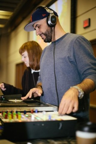 Arts perform for business at Mayor's Evening for the Arts fundraiser on October 26, 2015  (L to R) OCADU's Bronwen Alexina; and Oscar Betancourt aka DJ Grouch (photo credit Sean Howard) (CNW Group/Toronto Arts Foundation)
