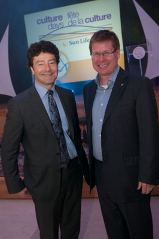 Sun Life Financial hosted a kick off to Culture Days event at its Canadian Headquaters in Waterloo, showcasing local arts and culture booths, dazzling performances, and guest appearances by Culture Days, Sun Life, and local media representatives. (left to right) Antoni Cimolino, General Director of Stratford Shakespeare Festival and Chairman of the Culture Days national Steering Committee, and Kevin Strain, Senior Vice-President, Individual Insurance and Investments at Sun Life Financial. (CNW Group/Sun Life Financial Inc.)