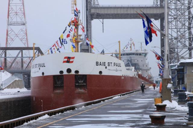 Le nouveau navire de Classe Trillium de Canada Steamship Lines, Le Baie St. Paul. Le bateau a franchi l'écluse de Saint-Lambert à l'occasion de l'ouverture officielle de la 55e saison de navigation de la Voie maritime du Saint-Laurent. (Groupe CNW/Corporation de Gestion de la Voie Maritime du Saint-Laurent)