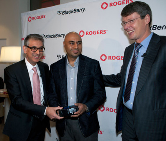 On February 5th, 2013, Nadir Mohamed, President and CEO, Rogers, and Thorsten Heins, President and CEO, BlackBerry, sell one of the first BlackBerry Z10 smartphones in North America at the Rogers flagship store in Toronto, to Mr. Harp Dhonsi, one of the first customers in the world to reserve a device. February 5th marks the first day that BlackBerry Z10 smartphones go on sale in North America. (CNW Group/Rogers Wireless and Cable)