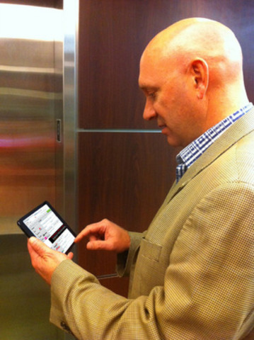 Eastlink CEO Lee Bragg programs his DVR so he doesn't miss his favourite game. (CNW Group/Eastlink)