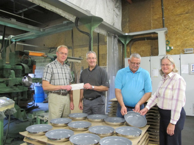 In photo (left to right): Andrew Lush President Trees in Trust, Curtis MacMillan Vice-President Paderno, Harold Storey Production Supervisor Paderno, Jackie Waddell Island Nature Trust. Harold Storey (Paderno) and Jackie Waddell (Island Nature Trust) inspect a Paderno NatureTrust pan being manufactured at their plant in PEI while Andrew Lush (Trees in Trust) receives a financial donation from Curtis MacMillan (Vice-President) (CNW Group/Paderno)