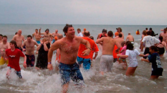 Video: Hundreds take cold dunk in Courage Polar Bear Dip