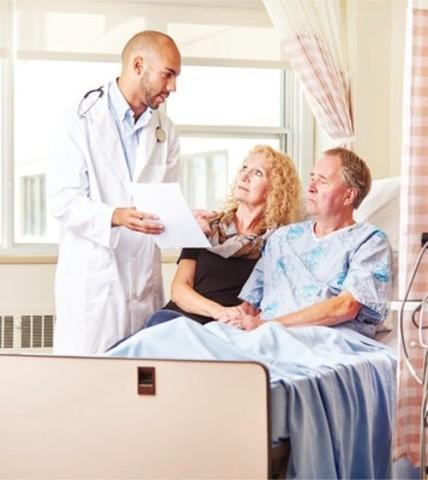 Bien plus que des visiteurs, les familles sont des partenaires de soins. (Groupe CNW/Fondation canadienne pour l'amélioration des services de santé)