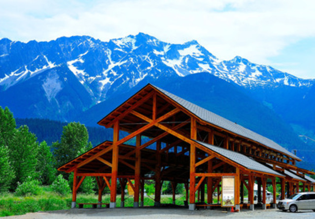 LMLGA -- Lower Mainland Local Government Association: Village of Pemberton - Downtown Community Barn (Credit: Dave Steers) (CNW Group/Canadian Wood Council for Wood WORKS! BC)
