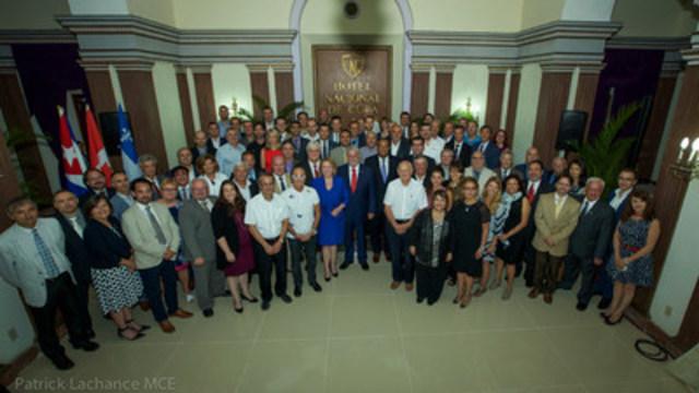 Le premier ministre du Québec, Philippe Couillard, lançait sa plus importante mission commerciale à Cuba, en compagnie de la ministre Christine St-Pierre, de l'adjoint parlementaire Saul Polo et de quarante-quatre entreprises et institutions provenant de 12 régions du Québec. (Groupe CNW/Cabinet du premier ministre)