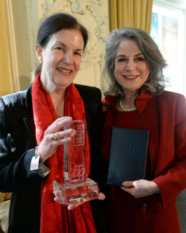 Taylor Prize winner 2015 Plum Johnson and Noreen Taylor, founder RBC Taylor Prize - Photo Tom Sandler (CNW Group/RBC Taylor Prize)