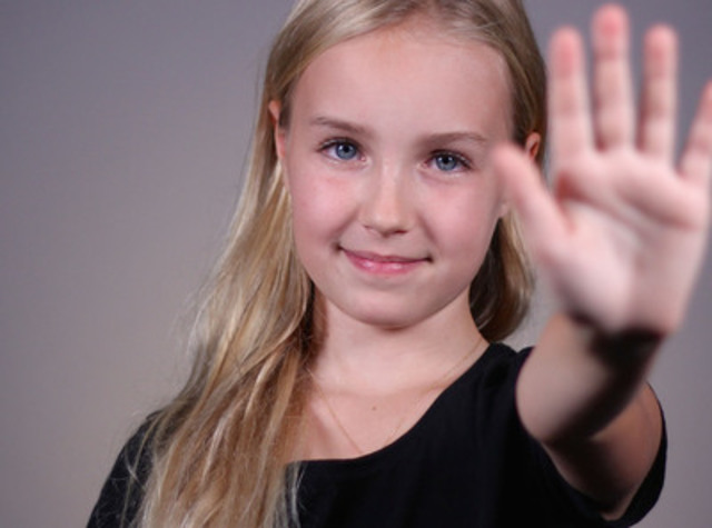 Émilie Bierre (comédienne de 10 ans qui interprète Florence, la fille de Martin Matte dans Les beaux malaises. Elle a vécu de l'intimidation à l'école) (Groupe CNW/FONDATION JASMIN ROY)