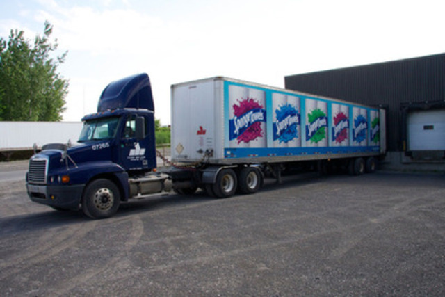 SpongeTowels truck unloading 30,000 rolls at SOS Richelieu to help relief and clean-up efforts in the Monteregie region (CNW Group/KRUGER INC.)