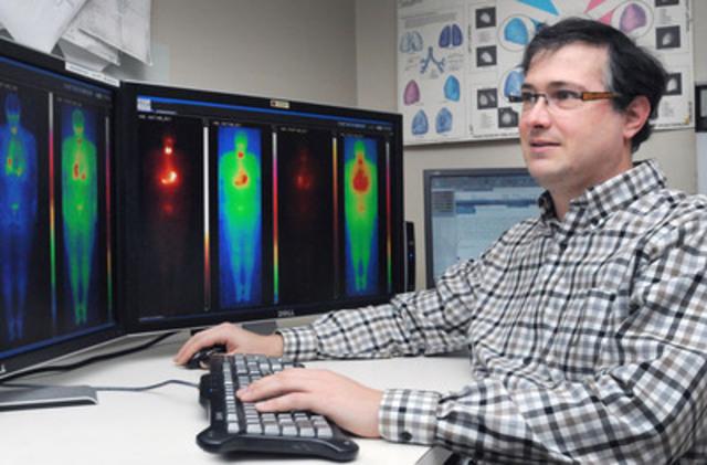 Le Dr Éric Turcotte, chercheur au Centre de recherche du CHUS, Sherbrooke, Québec, Canada,  a réalisé une étude clinique avec des patients atteints de troubles de la thyroïde qui prouve que le technétium produit par cyclotron est équivalent à celui produit par réacteur nucléaire. Une avancée pour le futur des isotopes médicaux. (Groupe CNW/Centre hospitalier Universitaire de Sherbrooke)