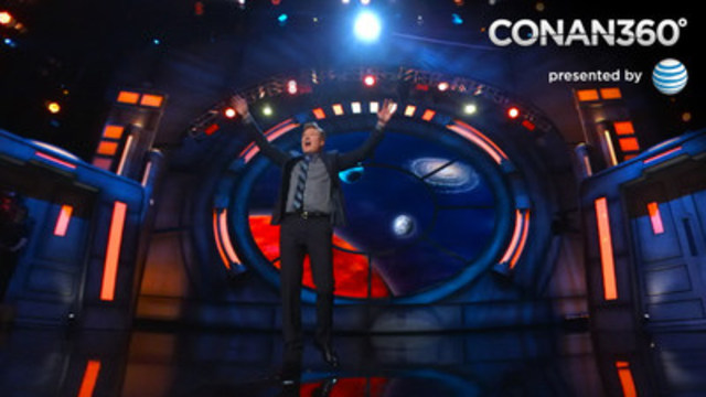 Conan O'Brien opens his show, broadcast in a 360° view. (CNW Group/Mettle)