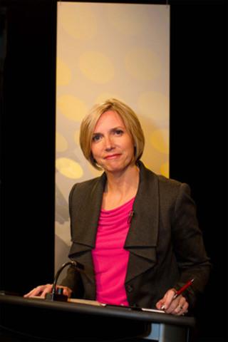Gisèle Quenneville, modératrice du débat. (Groupe CNW/Office des télécommunications éducatives de langue française de l'Ontario (OTÉLFO))