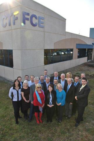 Un vote unanime s'est tenu aujourd'hui à la réunion du Conseil d'administration de la FCE en soutien au Nova Scotia Teachers Union. Sont photographiés ici les présidentes et présidents d'organisations de l'enseignement de tout le pays, qui représentent près d'un quart de million d'enseignantes et enseignants d'un océan à l'autre. (Groupe CNW/Fédération canadienne des enseignantes et des enseignants)