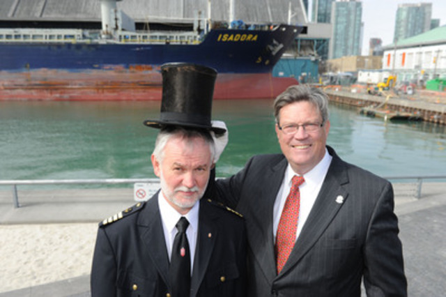 Ship Captain Stanislaw Sobol 'crowned' by Harbour Master Angus Armstrong (CNW Group/Toronto Port Authority)