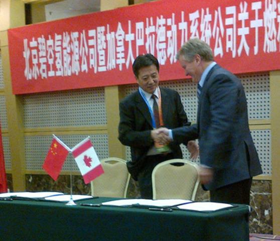 Mr. Grand Mao, Azure Chairman (left) and Mr. John Sheridan, Ballard President & CEO (CNW Group/Ballard Power Systems Inc.)