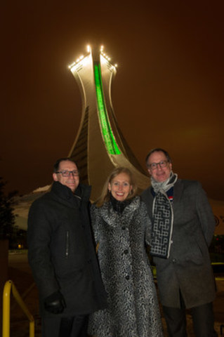 André Lesage, VP of AccèsD; Monique F. Leroux, Chair of the Board, President and CEO of Desjardins Group; and Michel Labrecque, RIO President and General Manager, at the foot of the Montréal Tower to commemorate the signing of the lease to rent out an office space for 1,000 AccèsD employees in 2018. (CNW Group/Desjardins Group)