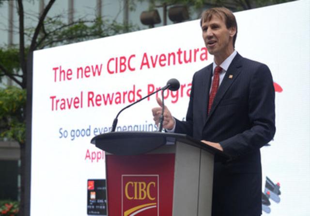 David Williamson, premier vice-président à la direction et chef de groupe, Services bancaires de détail et Services bancaires aux entreprises, Banque CIBC, prend la parole à l'occasion du lancement du nouveau Programme de primes voyages Aventura CIBC. (Groupe CNW/Banque CIBC)
