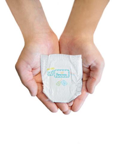 Pampers présente sa plus petite couche. (Groupe CNW/Procter & Gamble)