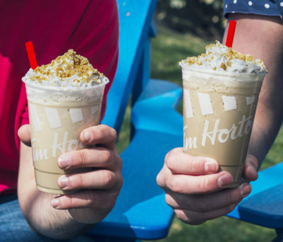 Beginning April 13, 2016, for a limited time, two new maple-flavoured frozen beverages will be available at Tim Hortons:  the Maple Iced Capp, a twist on the Canadian classic, and the Creamy Maple Chill, an indulgent non-caffeinated frozen beverage. (CNW Group/Tim Hortons)