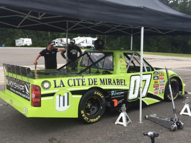 As he gained experience with the truck, Ray started to take advantage of the extra performance relative to his NCaTS car.  (CNW Group/La Cité de Mirabel inc)