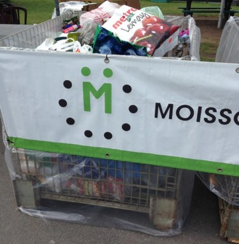 "Close to 1,400 kg were collected during the 2015 ""Christmas at La Ronde"" food drive benefiting Moisson Montréal (CNW Group/MOISSON MONTREAL)"