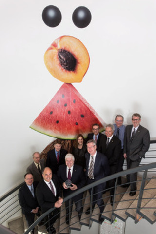 Growth Award (left to right) First row: Emilio B. Imbriglio, Raymond Chabot Grant Thornton President and CEO, Gerry Doutre, Ultima Foods President and CEO and Guy Barthell, Raymond Chabot Grant Thornton Partner in the Strategy and Performance Consulting Group. Second row: Ultima Foods Management Committee members, Mario Proulx, Robert Bourbonnais, Alain David, Lucie Rémillard, Robert Rochon, Michel Cusson, Sylvain Dionne and Patrick Dumais. (CNW Group/RAYMOND CHABOT GRANT THORNTON)