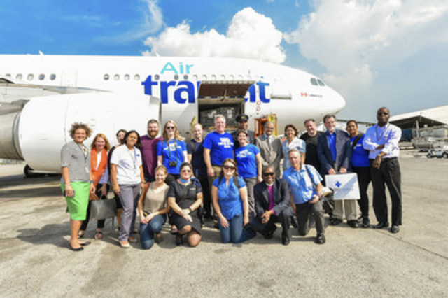 The team from Food for the poor and HPIC. (CNW Group/Transat A.T. Inc.)