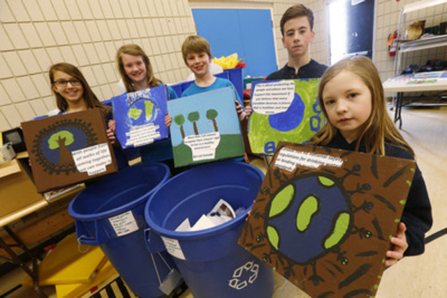 Members of the Earth Council Audrey, Emma, Alexander, Sam and Kelsey at Beaverlodge School in Winnipeg show off their Blue Dot art and recycling program on Friday, March 27, 2015. Staff and students of Beaverlodge School in Winnipeg won the Staples Superpower your School Contest and were awarded $25,000 in new technology. (The Canadian Press Images) (CNW Group/Staples Canada Inc.)