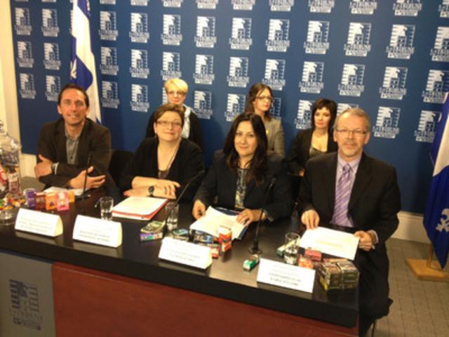 Les porte-parole des groupes de santé, des médecins et Micheline Bélanger, victime du tabac, lors de la conférence de presse ce matin. (Groupe CNW/COALITION QUÉBÉCOISE POUR LE CONTRÔLE DU TABAC)