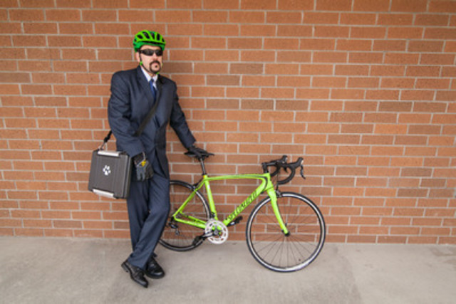 Andrew Moore gets ready for to participate in Bike to Work Week, by cycling from Edmonton To Revelstoke, after losing 60 pounds cycling to work in Revelstoke in the past year. (CNW Group/Bike to Work BC Society)