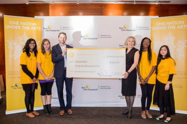 La Financière Sun Life, l'Alberta Ballet et des étudiants d'une école secondaire lancement le programme Share the Excitement à Calgary en Alberta. (Groupe CNW/Financière Sun Life Canada)