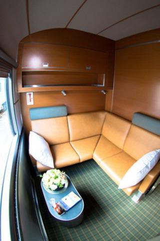 Photo 2 - La nouvelle classe Prestige du Canadien: transformation de la cabine pour la journée *Images haute-résolution disponibles sur demande (Groupe CNW/VIA Rail Canada Inc.)