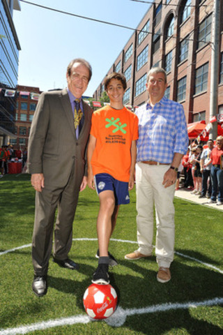 Norm Kelly (L), Deputy Mayor of Toronto and Hon. Glen Murray (R), Ontario's Minister of the Environment and Climate Change, helped kick off a soccer tournament on the streets of downtown Toronto with the Boys and Girls Clubs of Canada and Coca-Cola Canada. (CNW Group/Boys and Girls Clubs of Canada)