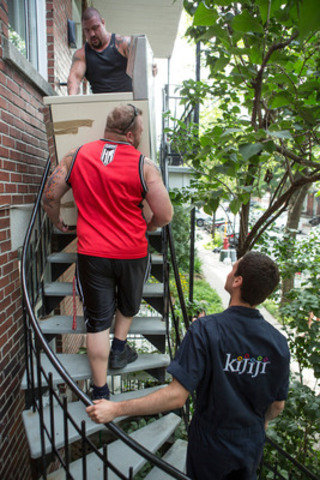 The Kijiji crew gives a hand to lucky Montrealers, including Éric B., Strongmen Maxim Lemire and Kevin Brown, along with family coach Nancy Doyon and interior decorator Dominique Gingras, help with the heavy lifting on Moving Day! (CNW Group/Kijiji Canada)