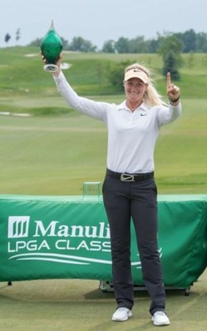 Suzann Pettersen celebrates after winning the 2015 Manulife LPGA Classic at Whistle Bear Golf Club near Cambridge, Ontario in Waterloo Region. (CNW Group/Manulife Financial Corporation)