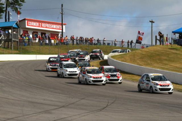 Intenses batailles lors de la première course, remportée par Xavier Coupal (No.572). (Groupe CNW/Nissan Canada Inc.)