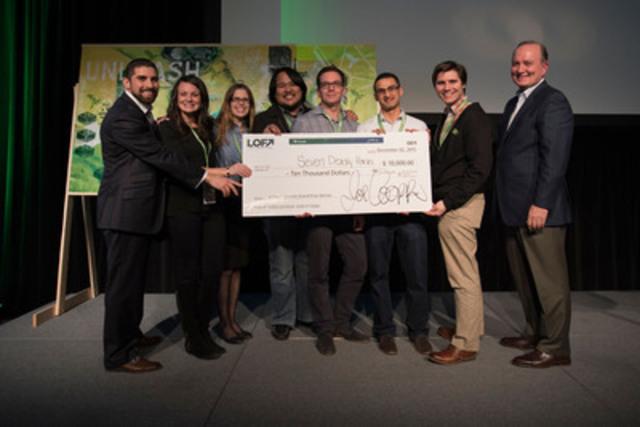 L'équipe connue sous le nom de « 7 Deadly Hacks » a reçu un prix de 10 000 $ de la Manuvie pour la création d'un concept bancaire novateur. (Groupe CNW/Société Financière Manuvie)
