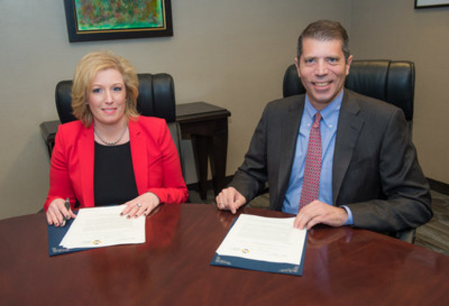 Improving protection for Quebec investors: Marie Elaine Farley, CSF President and CEO and Andrew Kriegler, IIROC President and CEO, at the signing of an agreement on Wednesday, Nov. 18, 2015 in Montreal to share disciplinary information. (CNW Group/Investment Industry Regulatory Organization of Canada (IIROC) - General News)