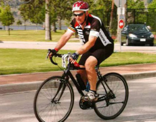 Art Brochu cycling in support of The Children's Wish Foundation (CNW Group/The Children's Wish Foundation of Canada)