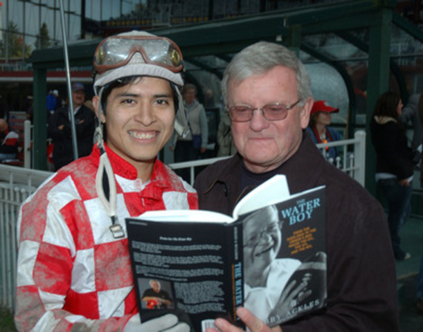 The late Bob Ackles and Mario Gutierrez took a moment to pose for Ralph Bower at Hastings Racecourse. (CNW Group/Hastings Racecourse)
