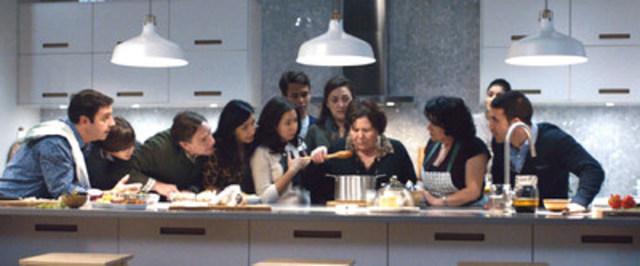 IKEA Canada a lancé sa nouvelle campagne « Tout commence par la bouffe » pour montrer aux Canadiens de quelle façon la nourriture rassemble les gens et ce qui rend la vie autour de la cuisine harmonieuse. (Groupe CNW/IKEA Canada)