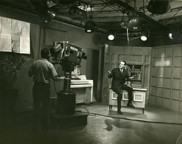 David Mainse hosting the weekly Crossroads program from the CKSO studio in Sudbury, Ontario in September 1964 (CNW Group/Crossroads Christian Communications Inc.)