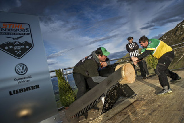 The Australian Andrew Kelly turned out to be Cumberlands main opponent and he fought hard, like here at the Single Buck, but his efforts were not enough to beat the Canadian. Photo credits: STIHL TIMBERSPORTS® Series (CNW Group/STIHL TIMBERSPORTS Series)