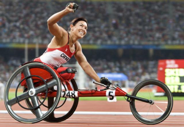 """Félicitations à la chef de mission d'Équipe Canada, Chantal Petitclerc, une des cinq personnes internationales intronisées qui, a-t-il été annoncé, seront intronisées au Temple de la renommée paralympique pendant les Jeux paralympiques de Rio 2016. """"Le sport m'a tellement donné, je crois que c'est simplement juste que je remette au sport du mieux que je peux."""" (Groupe CNW/Comité paralympique canadien (CPC))"""