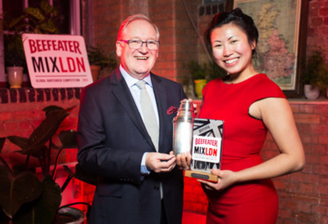 Beefeater Master Distiller Desmond Payne and Beefeater MIXLDN Global Bartender Competition Champion Evelyn Chick (CNW Group/Corby Spirit and Wine Communications)